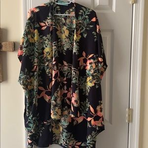 Beautiful tropical flower kimono. Like new